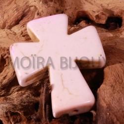 2 breloques croix  celtique howlite crème 37x30mm