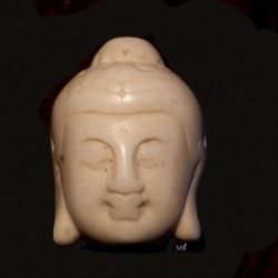 2 perles têtes  de bouddha en Howlite  teintée blanc crème  en relief 29x20mm