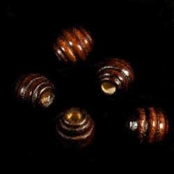50 perles miniatures en bois relief circulaires chocolat 10x10mm
