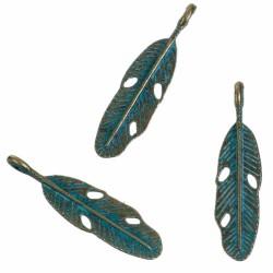 10 breloques  feuilles  patines vert de  gris 28x7mm