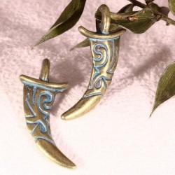 4 breloques corne tribal patine vert de gris 30x13mm