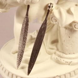 6 breloques pendentifs longues feuilles nervurés métal argenté 56x6mm