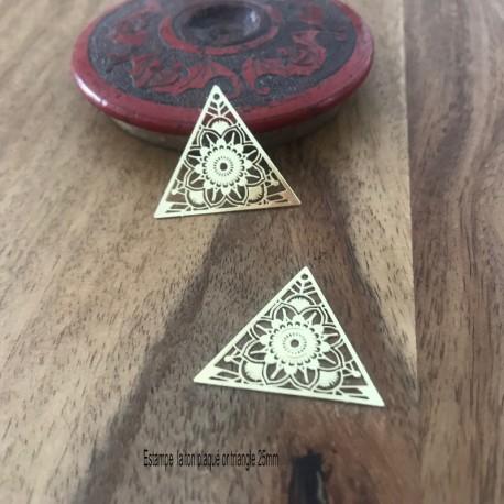 4 Pendentifs estampe laser laiton plaqué or 25mm triangle