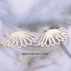 4 Breloques estampes fleur laiton plaqué or 14KT 30x17mm